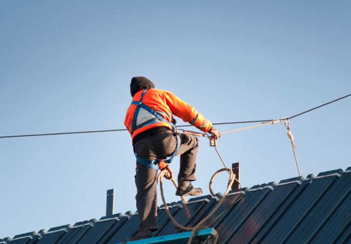 worker-on-roof